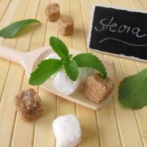 stevia-leaves-and-sugar-cubes