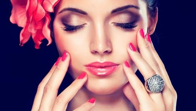 """Mali trikovi šminkanja koji će vam pomoći da """"zamaglite"""" godine!"""