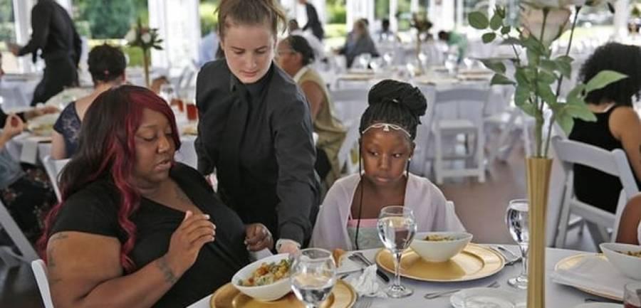 SAD / Indiana: Otkazala vjenčanje pa umjesto zvanica ugostila stotinu beskućnika