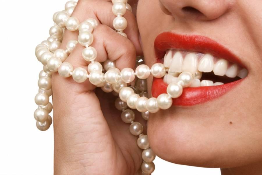 Želite blistave zube bez odlaska stomatologu? Primjenite ovaj tretman!