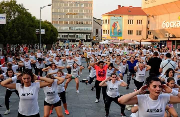 """""""Izađi i treniraj"""": Sportski duh i pozitivna energija i ove godine gostuju na Trgu Slobode u Tuzli"""
