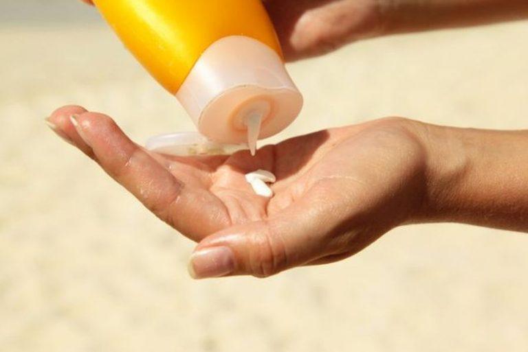 Kako možete utvrditi da je kremi za sunčanje istekao rok upotrebe?