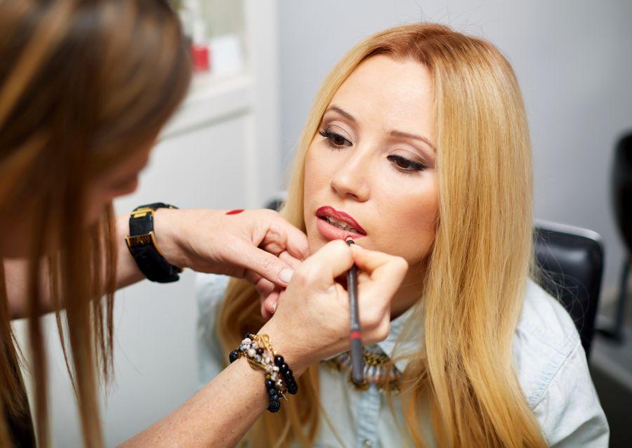 Nekoliko poteza olovkom garantuje punije usne