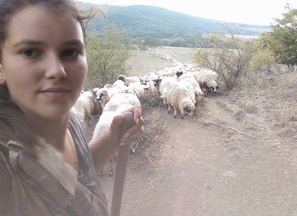 DIJETE ZA PRIMJER: Sofija umjesto izlazaka i skupih krpica bira ovce!