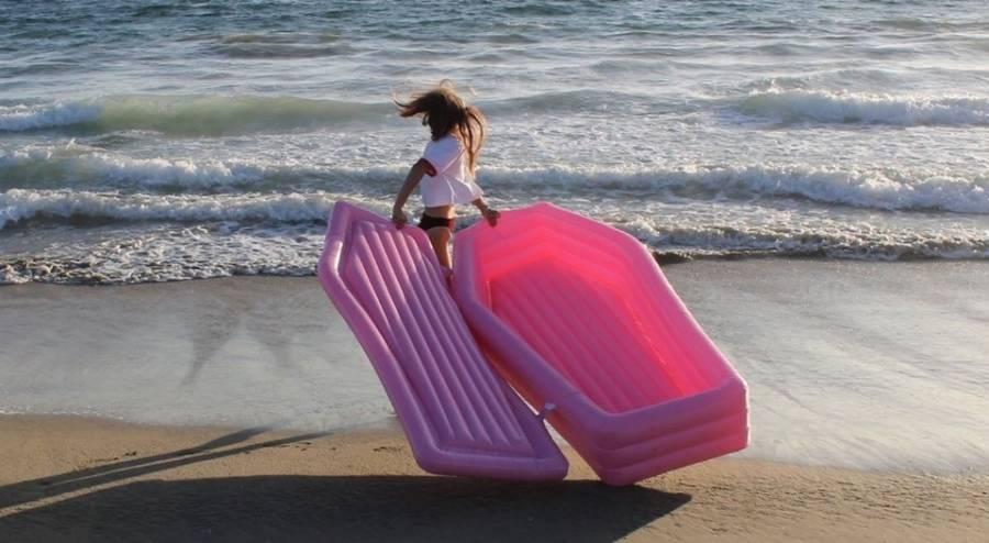 Šta kupiti za plažu ovog ljeta: Kovčeg ili jednoroga?!