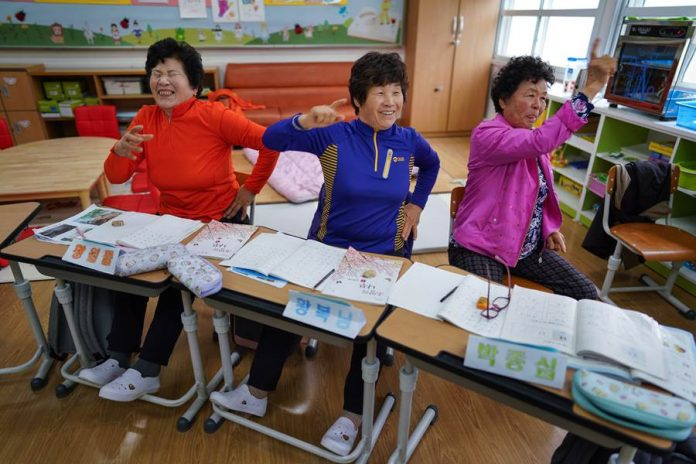 Kad nema djece, u prvi razred se upisuju bake