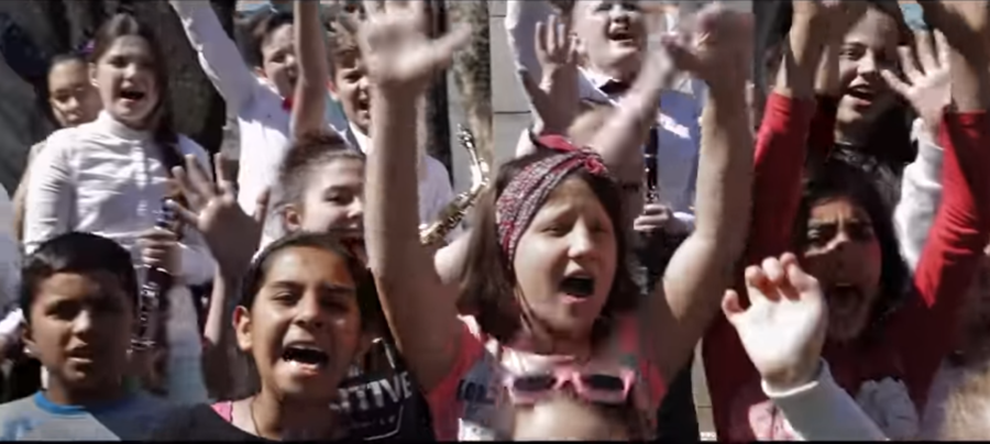 Da li ste već vidjeli najdirljiviji video o zajedništvu?: Bihaćki mališani pjevaju sa dječicom iz Afganistana i Irana