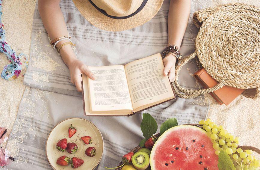 Za svačiji ukus: Pet knjiga idelanih za ljetno opuštanje i guštanje