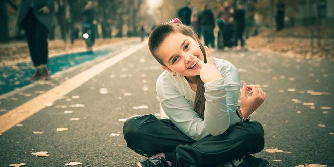 ČUDO OD DJETETA: Desetogodišnjakinja iz Bosne trenira tenis, glumi, pleše, dizajnira i predstavlja svoju drugu kolekciju odjeće