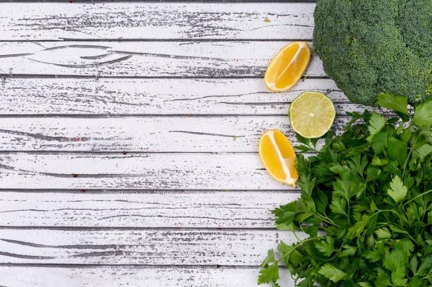 Proljetni detoks napitak od limuna i peršina