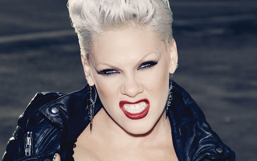 Pjevačica Pink objavila da je bila pozitivina na COVID – 19