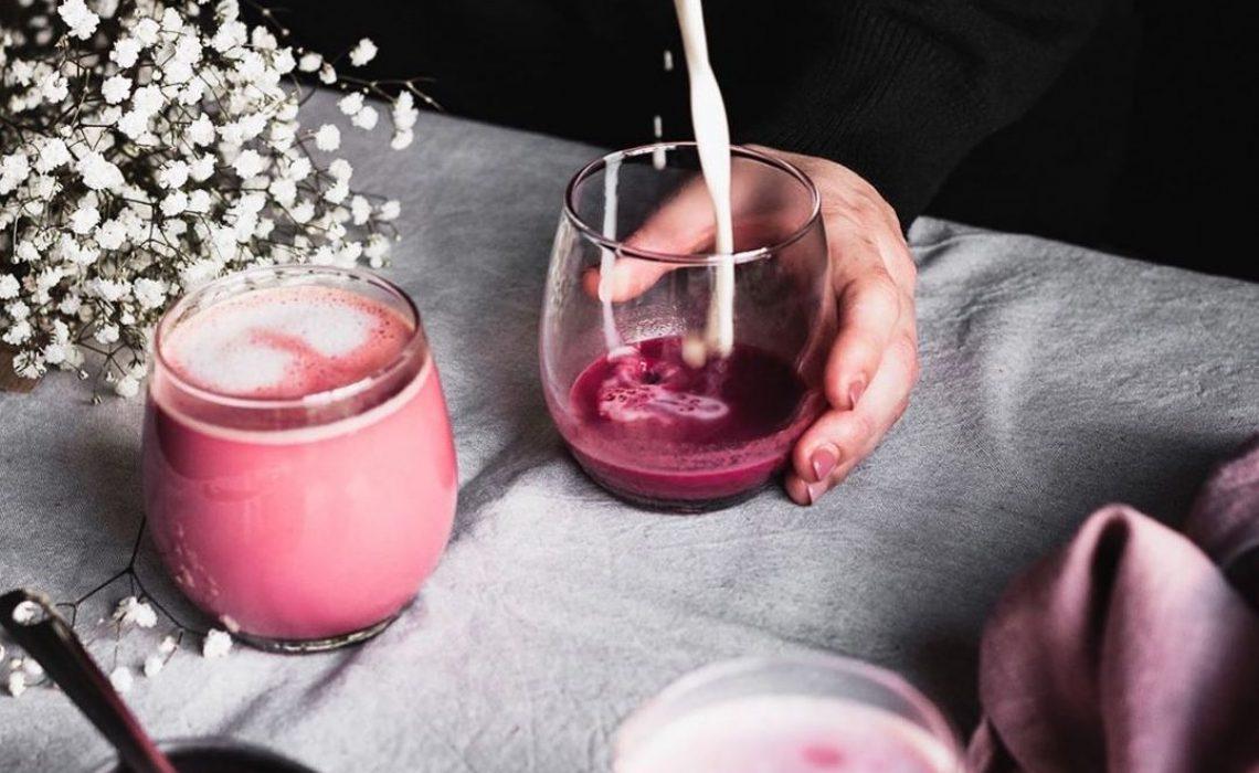 Vrijeme je za 'pink latte', a mi imamo recept za zdravu varijantu