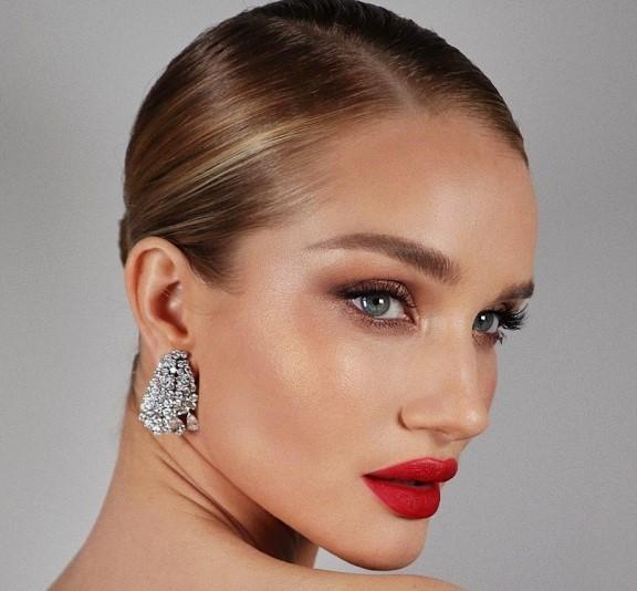 7 ženstvenih makeup lookova koji će dodatno naglasiti vašu malu crnu haljinu