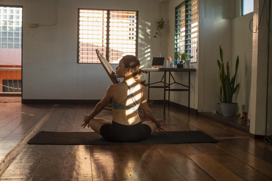 3 vježbe istezanja za dan bez tenzija i boli te mirnije misli